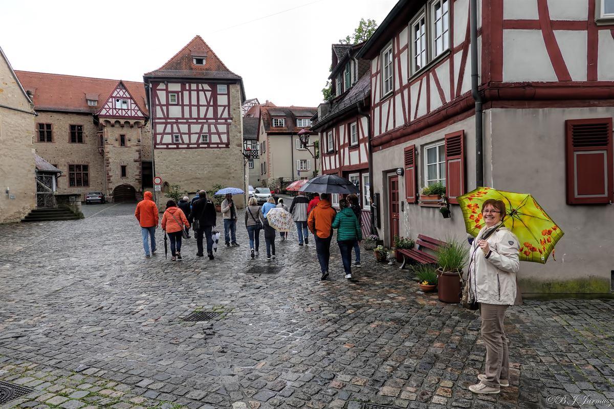 Amtshof – an der Außenwand ist das Portal der Stadtmühle eigebracht.